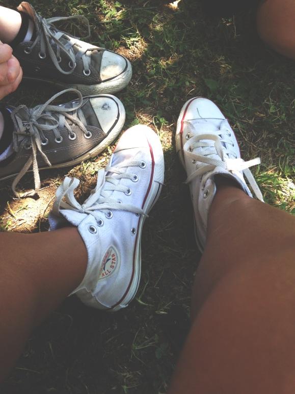 converse-outdoor-picnic
