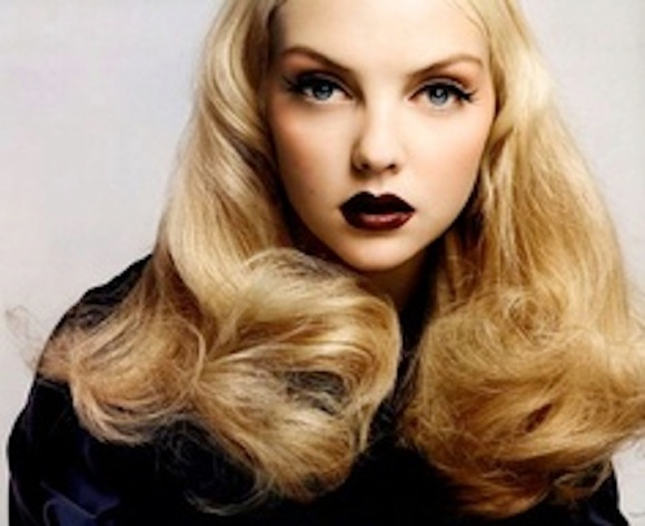 dark-lipstick-and-blonde-hair