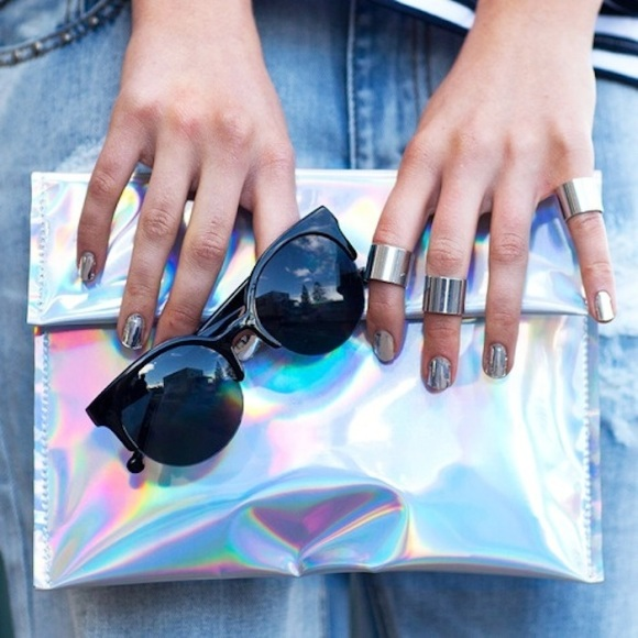 holographic-clutch-trend