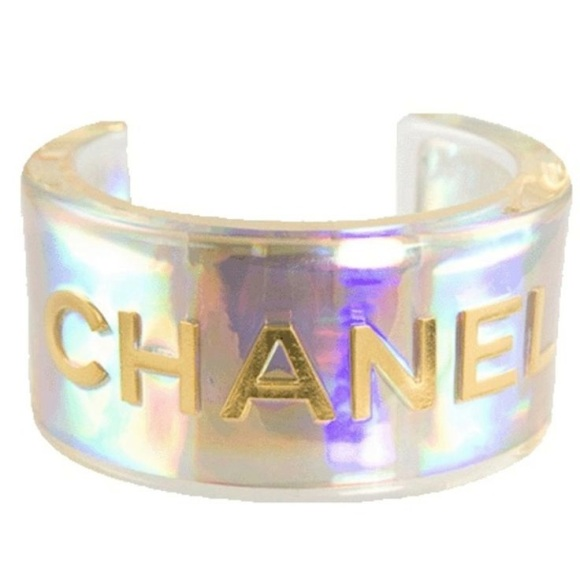 holographic-wristlet-chanel-trend