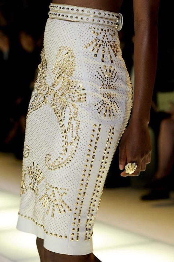 white-and-gold-cotoure